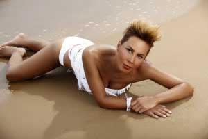 asena-bikinili-fotograflari-8