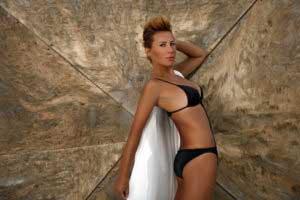 asena-bikinili-resimleri-10