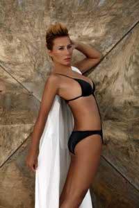 asena-bikinili-resimleri-7